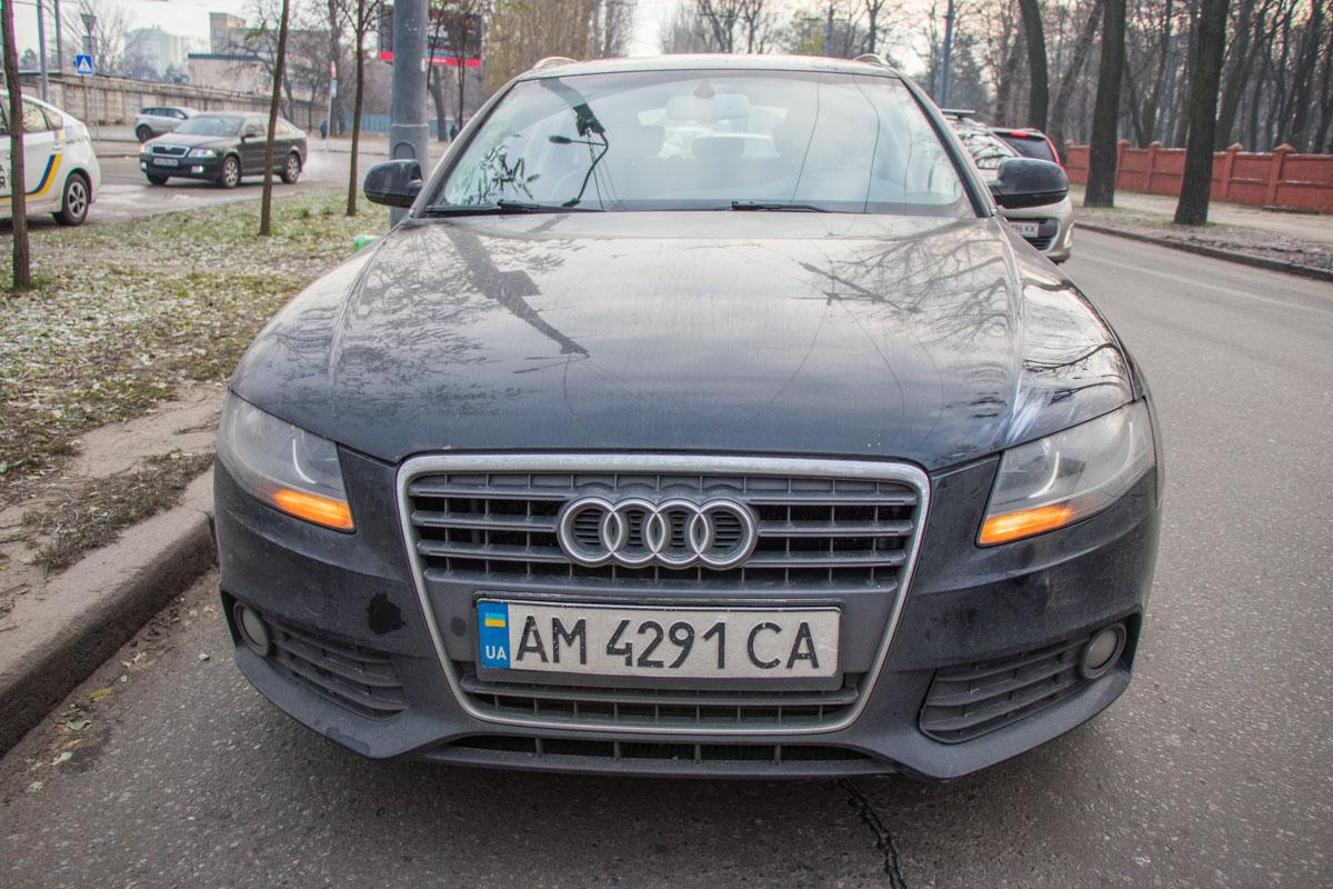 Около 9:00 на улице Дорогожицкая пешехода сбила Audi A6