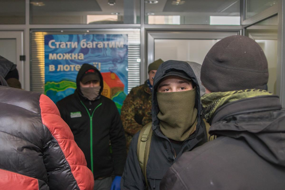Активисты пришли в главный офис УНЛ на Саксаганского, 119