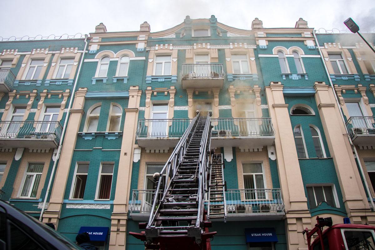8 ноября загорелось здание на пересечении улиц Владимирской и Жилянской