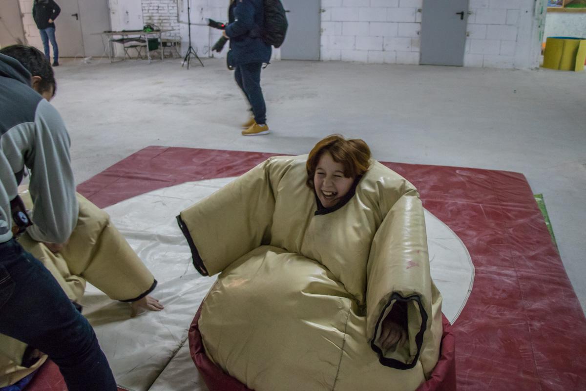 """Одна из самых крутых фич фестиваля - возможность побывать """"в шкуре"""" профессионального сумоиста"""