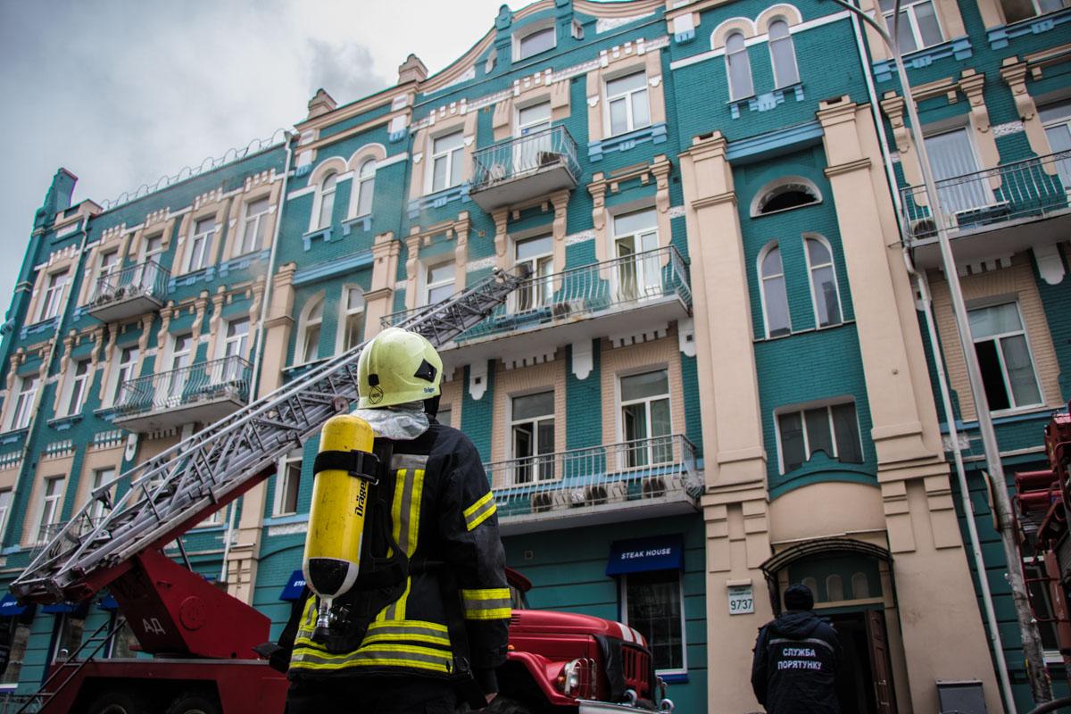 Очевидцы нам сообщили, что пожар начался около 9:30