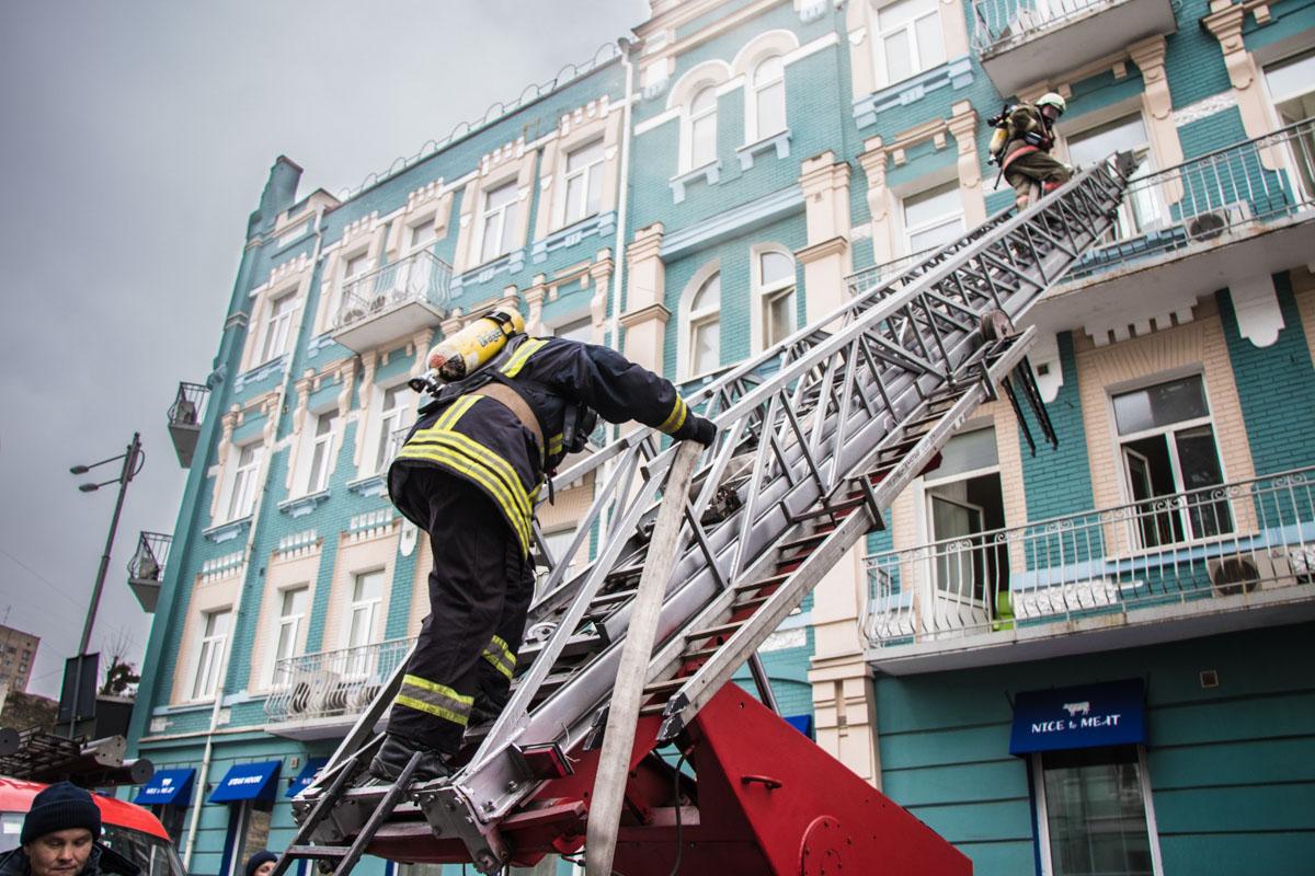 Возгорания началось на кухне ресторана, который находится на первом этаже