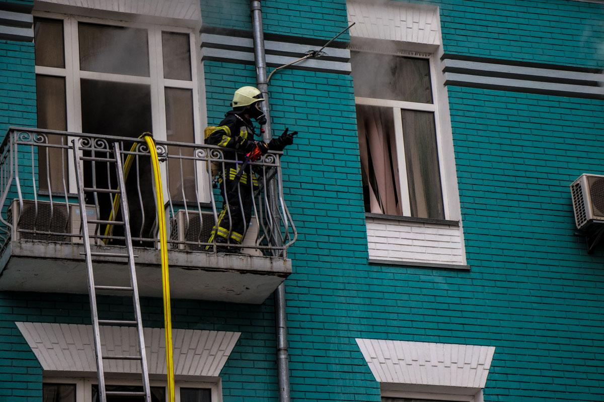 Из-за деревянных перекрытий дома огонь быстро распространился по всему зданию