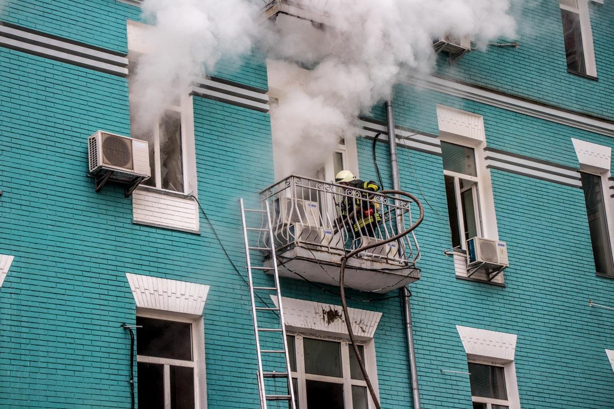 На месте происшествия работали больше 80 спасателей