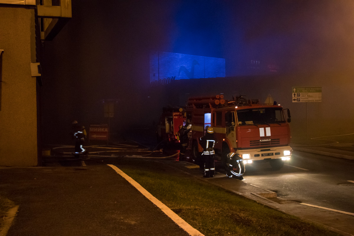 На место задымления выехали 4 машины пожарных