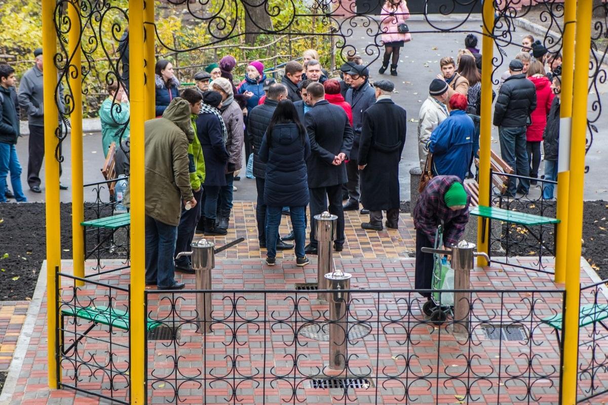 На улице Ивана Кудри, 37-39 открыли новый бюветный комплекс