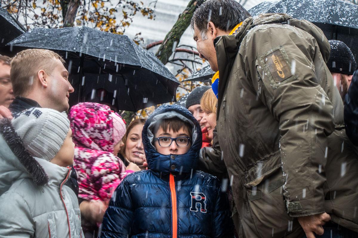 На митинг пришли жена и младший сын Михаила Саакашвили