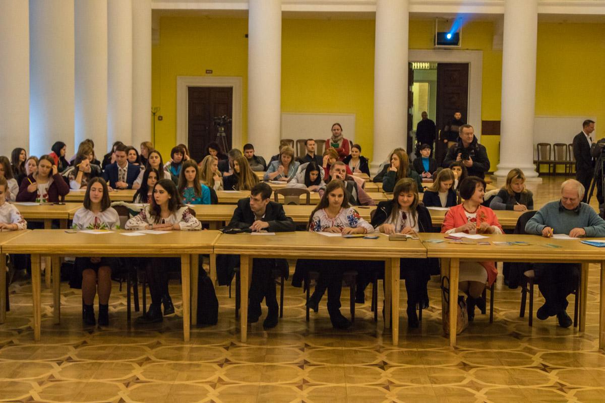 Свій рівень знання української мови перевіряли навіть люди похилого віку