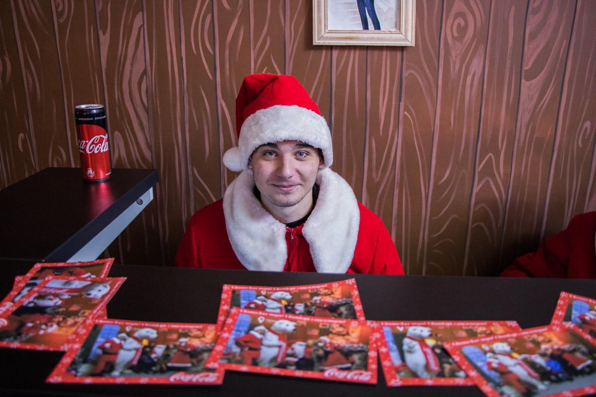 """Голубоглазый новогодний гномик пожелал всем читателям """"Информатора"""" счастья и любви!"""