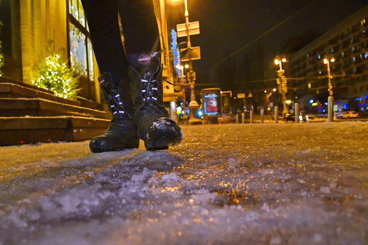 Тротуары стали скользкими и опасными
