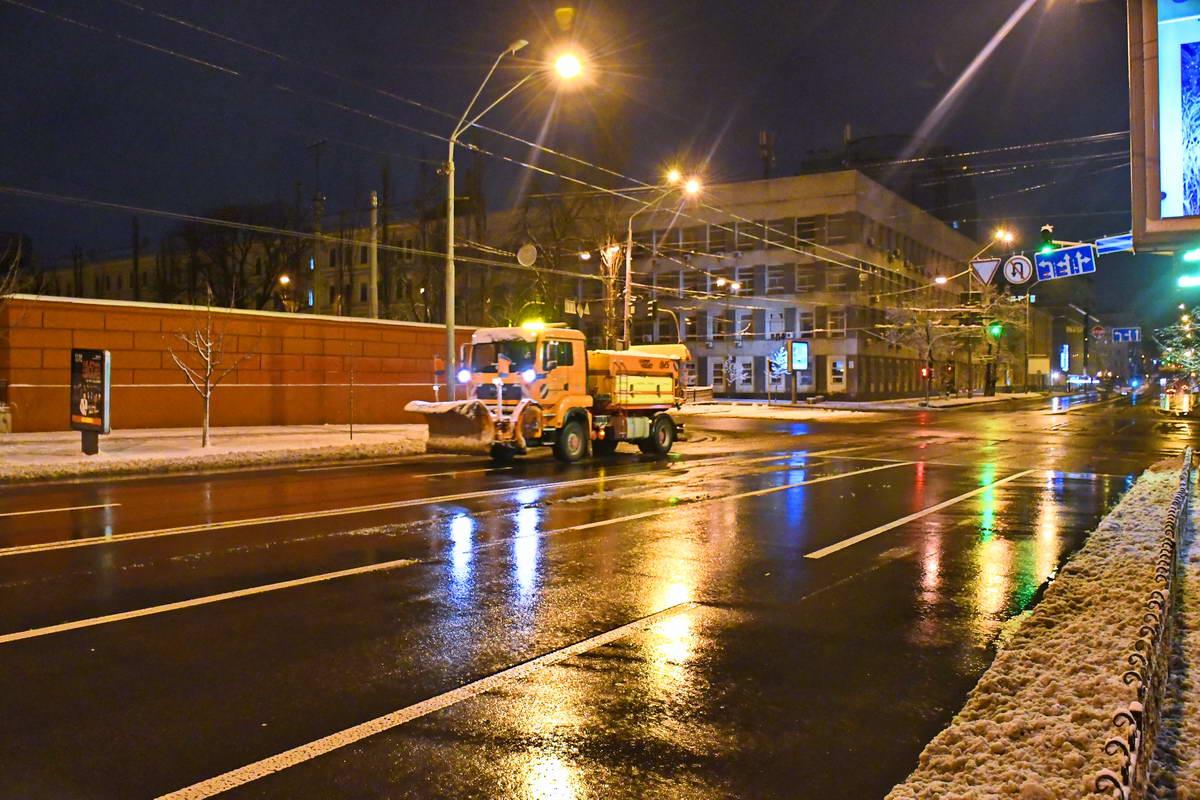 313 спецмашин вышли на улицы Киева