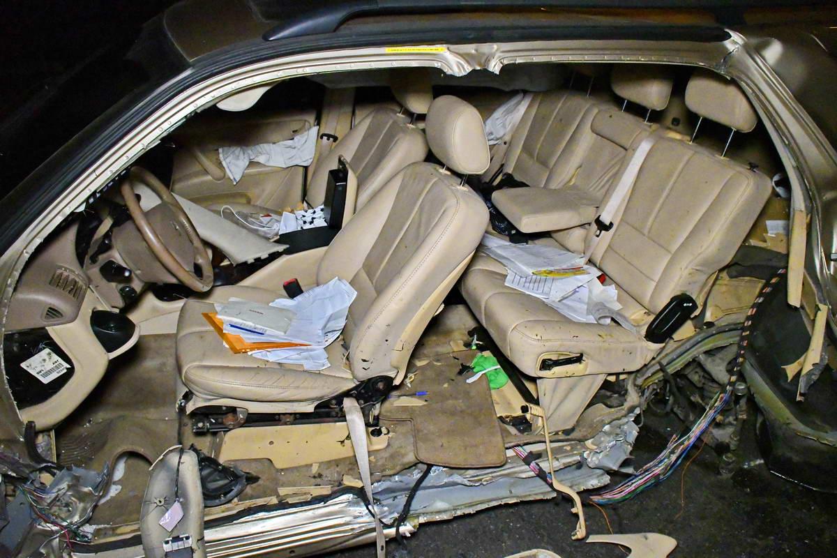 У Mercedes полностью снесло левую часть кузова, но водитель, к счастью, уцелел