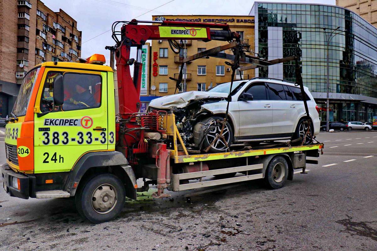 По предварительным данным, водитель Mazda не пропустил Mercedes