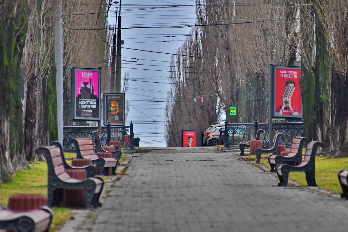 Пустынный бульвар Тараса Шевченко