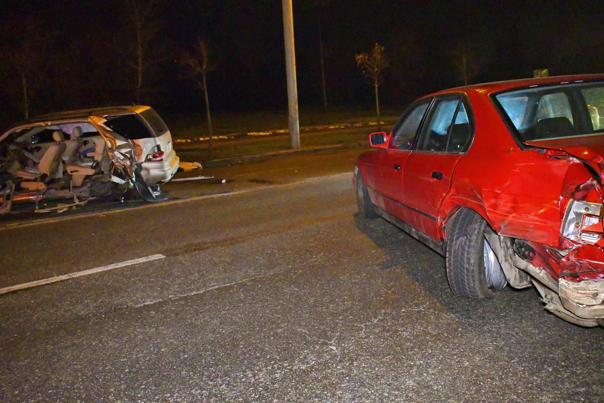 После эвакуатора Mercedes на литовских номерах влетел в BMW