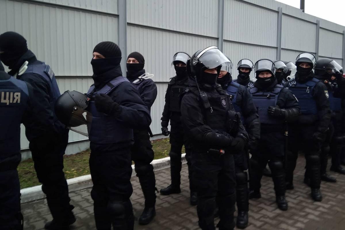 Около дома генерального прокурора применили слезоточивый газ против народного депутата Барны