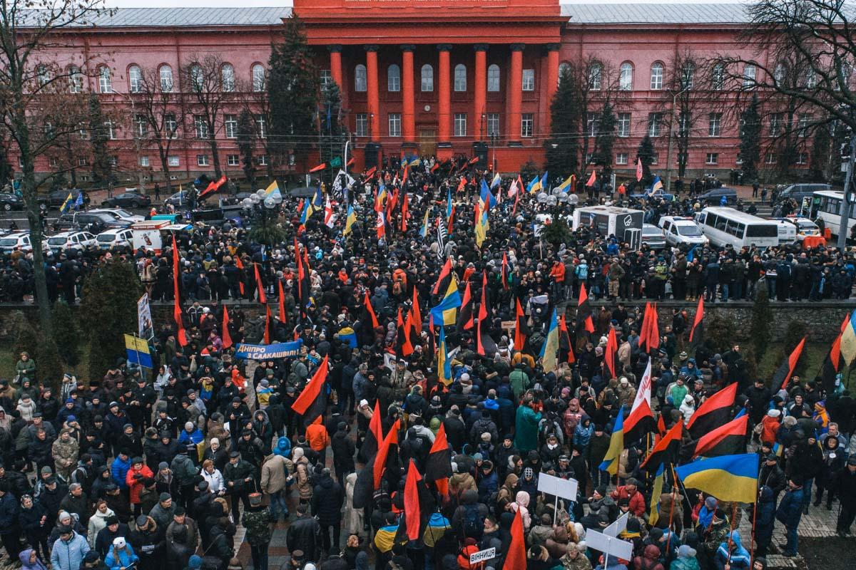На митинг в парк Шевченко собрались более восьми с повиной тысяч человек