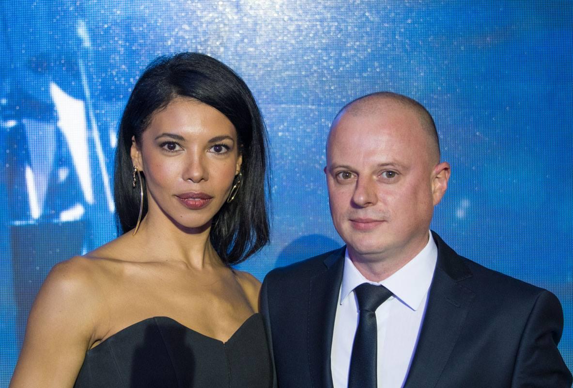 Ведущими церемонии были Каролина Ашион и Виктор Вацко