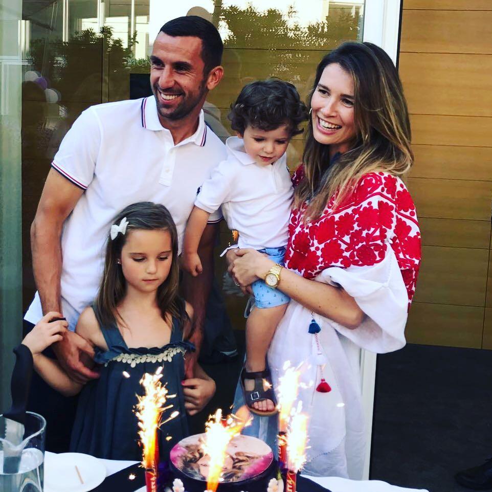 Дарио со своей семьей