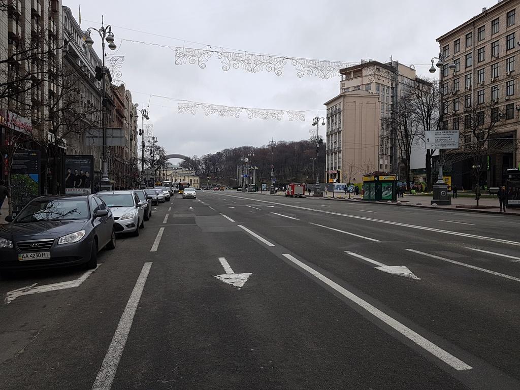 Такие меры приняли из-за того, что сторонники бывшего президента Грузии не дают проехать микроавтобусу, в который посадили Саакашвили