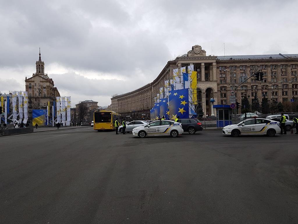 По состоянию на 12:00 перекрыто движение транспорта от Европейской площади до ЦУМа