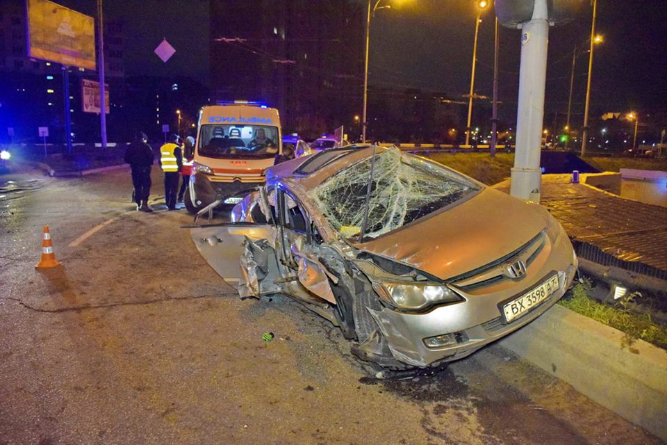 В Киеве на пересечении улицы Теодора Драйзера и проспекта Маяковского произошло ДТП