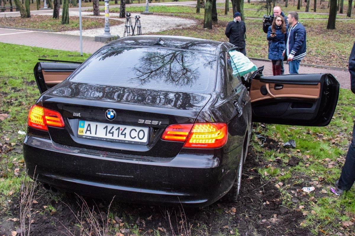 Передняя часть авто полностью разбита