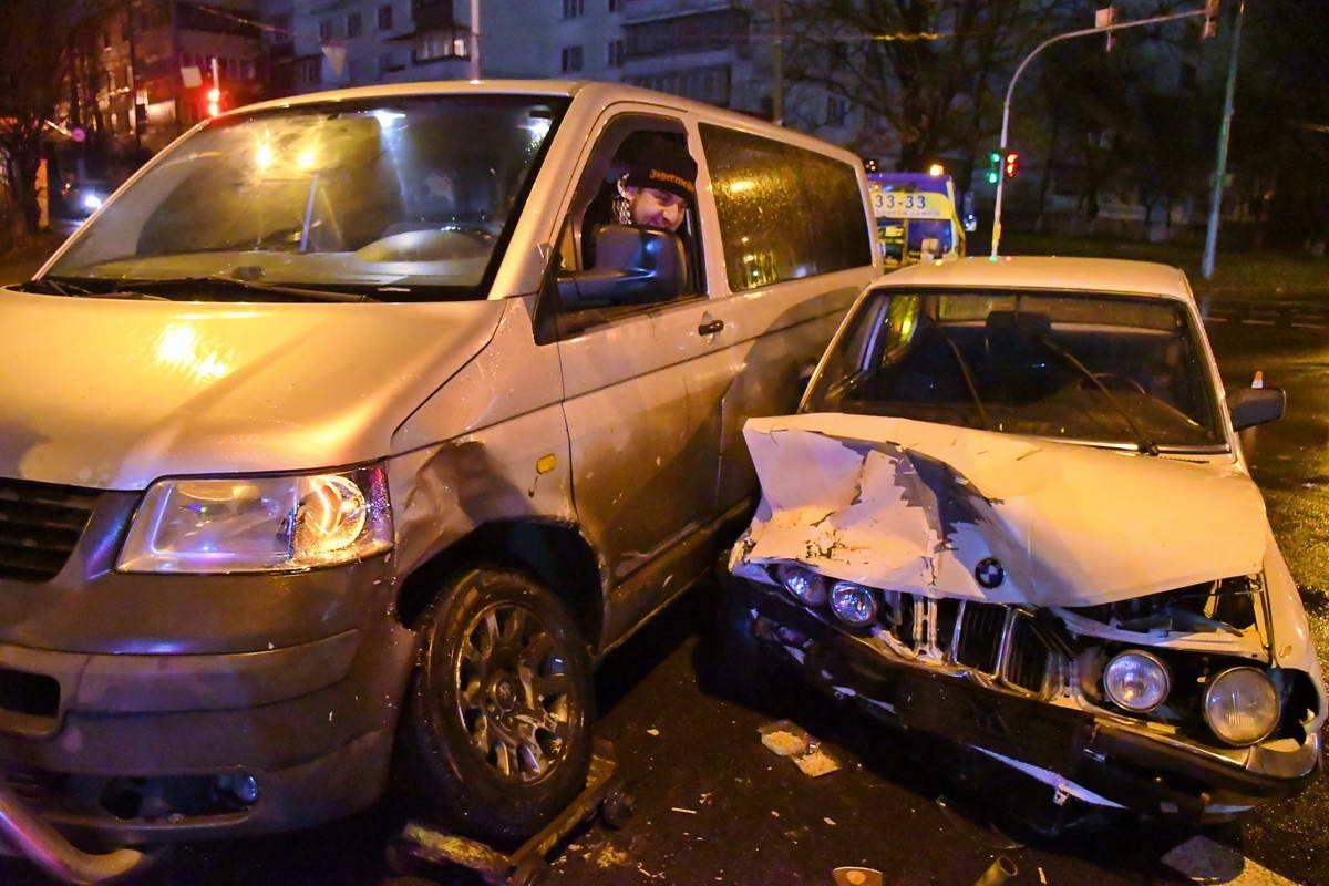 Обе машины пострадали от столкновения