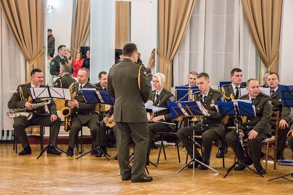 Все торжество сопровождал военный оркестр