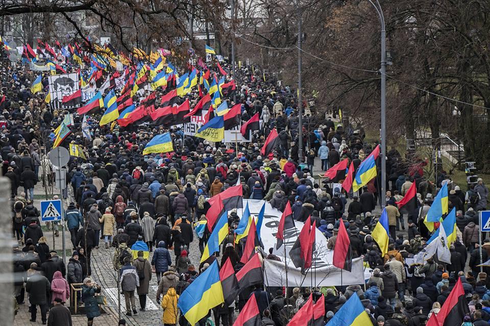 Митингующие направляются к Европейской площади