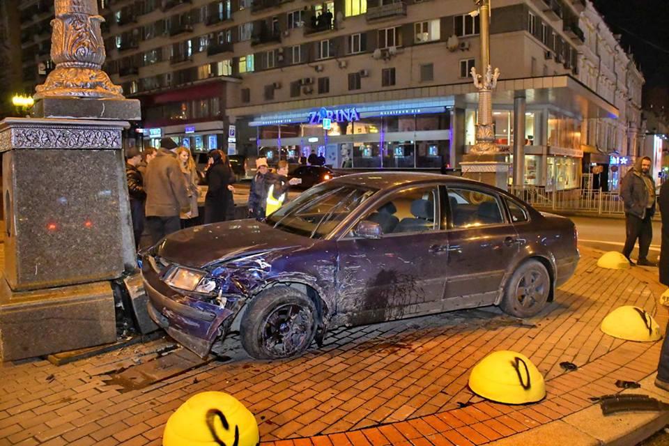В центре Киева столкнулись два автомобиля Volkswagen