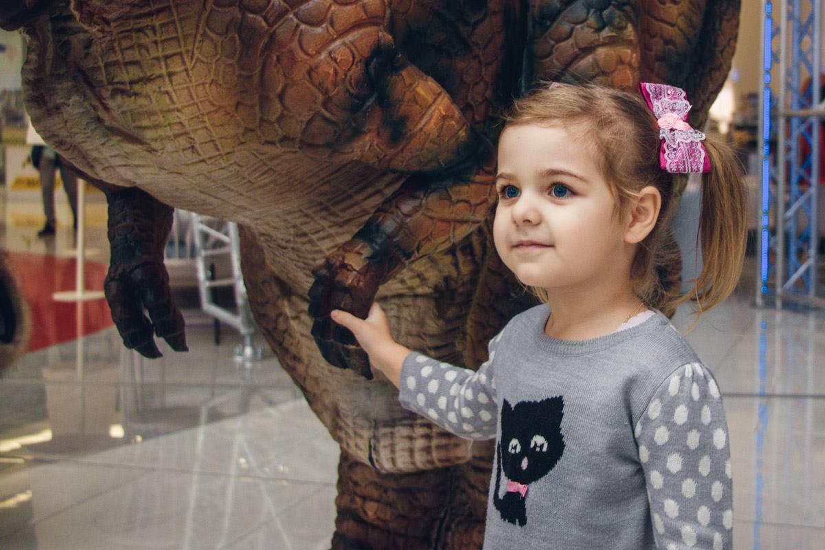 За фотографией с динозавром выстроилась очередь