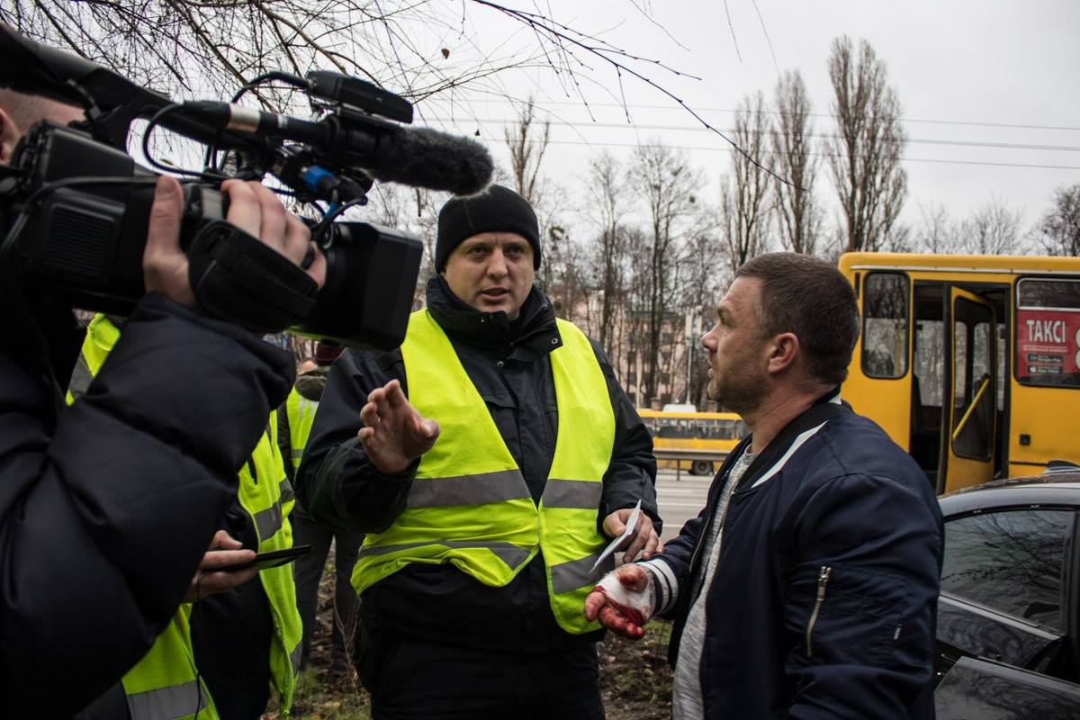 Водитель BMW после аварии общался с журналистами