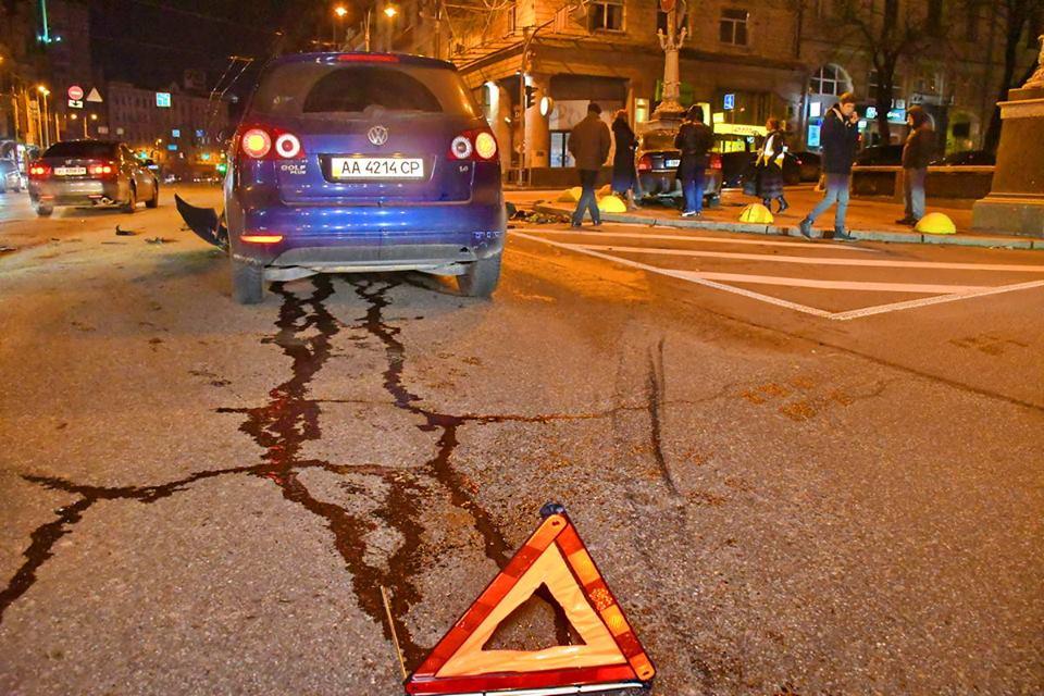 ДТП произошло на пересечении улицы Крещатик и бульвара Тараса Шевченко