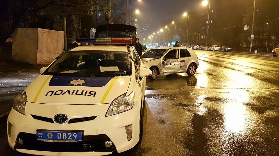 В Киеве произошло ДТП с участием такси и пиццевоза
