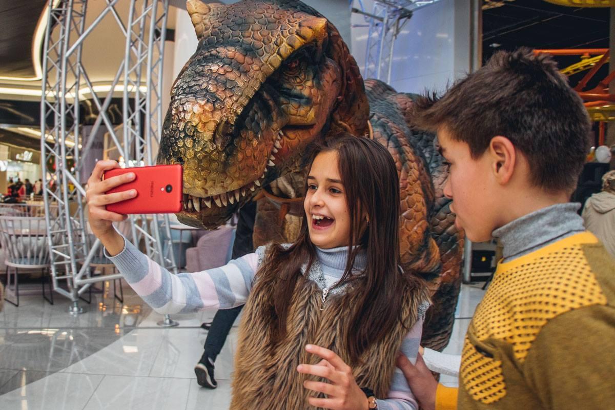 Очередной селфи с динозавром