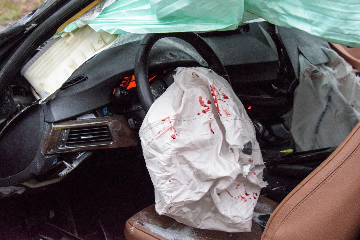В машине сработала подушка безопасности, что не смогло на 100% уберечь от повреждений