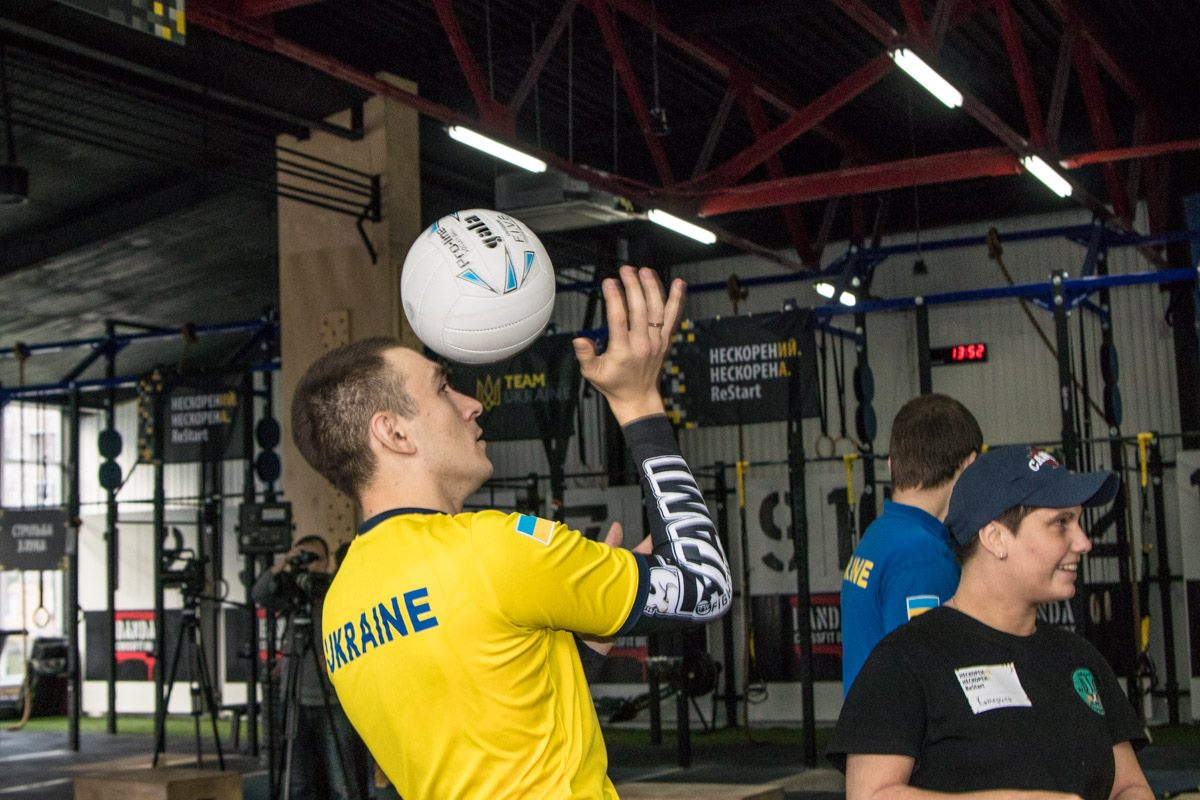 Тренировка по волейболу сидя стала одной из самых популярных дисциплин
