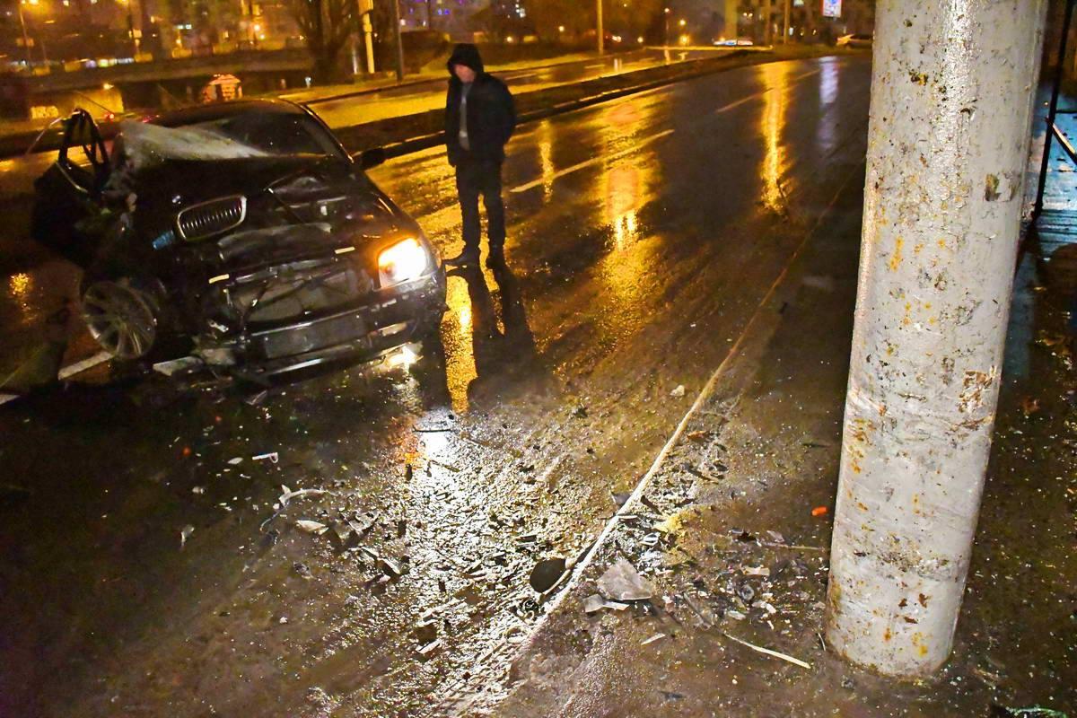 По словам очевидцев, авто влетело в столб