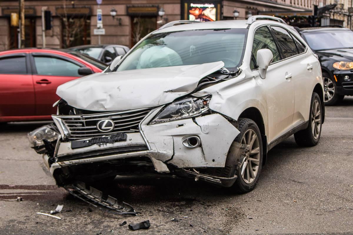 Водитель Lexus говорит, не видел регулировщика вообще