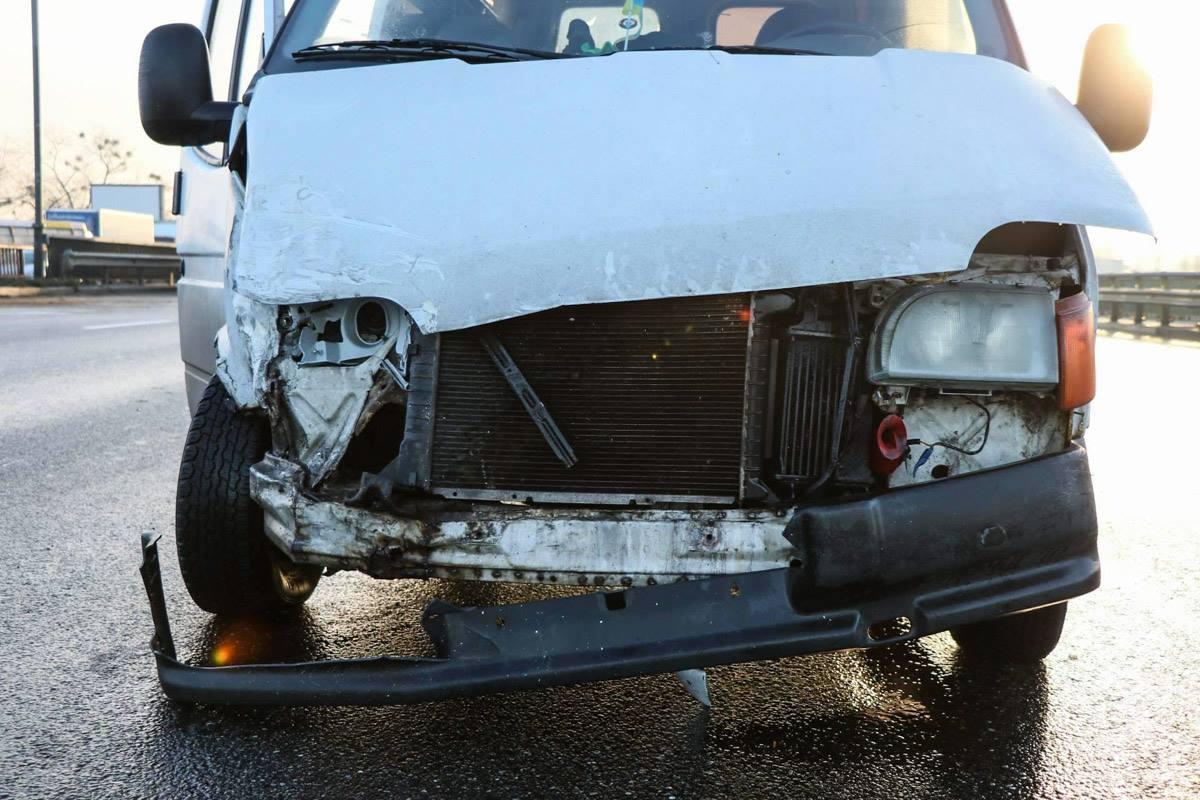 Микроавтобус Ford Transit после аварии