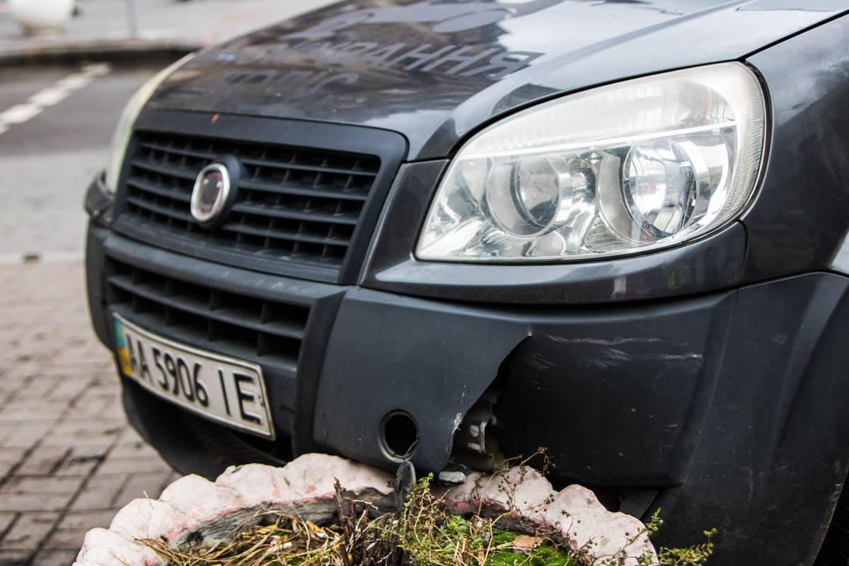 Fiat протаранил клумбу