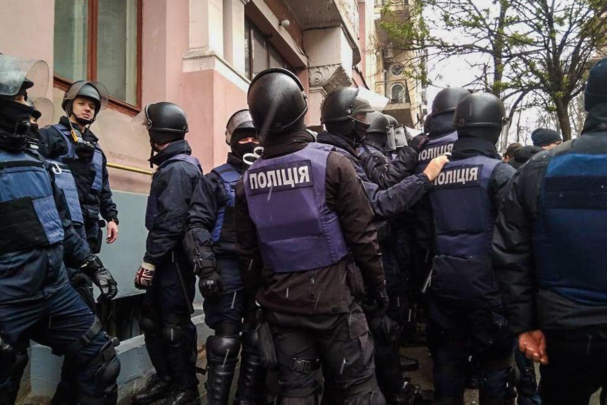 В квартире Саакашвили проводится обыск