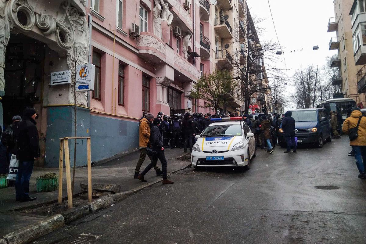 Саакашвили пытались задержать на Костельной,7