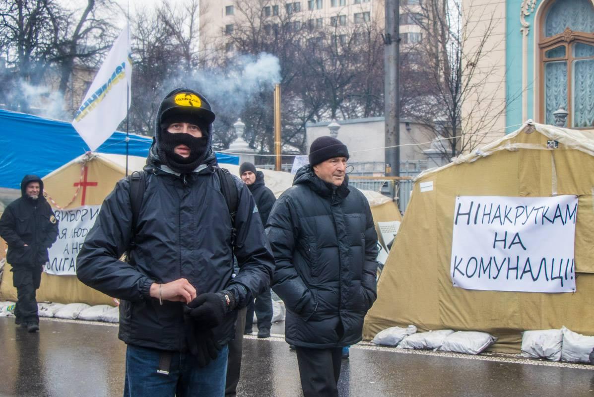 Утром, 6 декабря, на активистов уже нападали