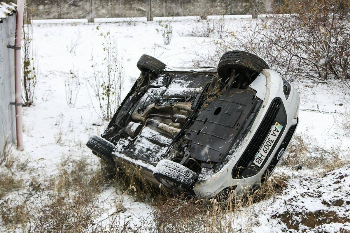 Водитель потерял управление на скользкой дороге