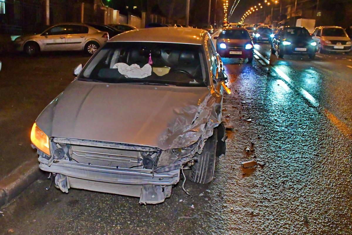 Volvo на полном ходу практически лоб в лоб припечатал Geely, который ударил еще несколько авто