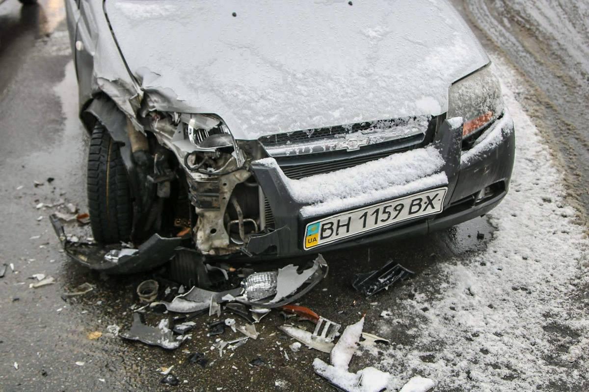 Водителя на месте аварии нет - машина брошена посреди дороги
