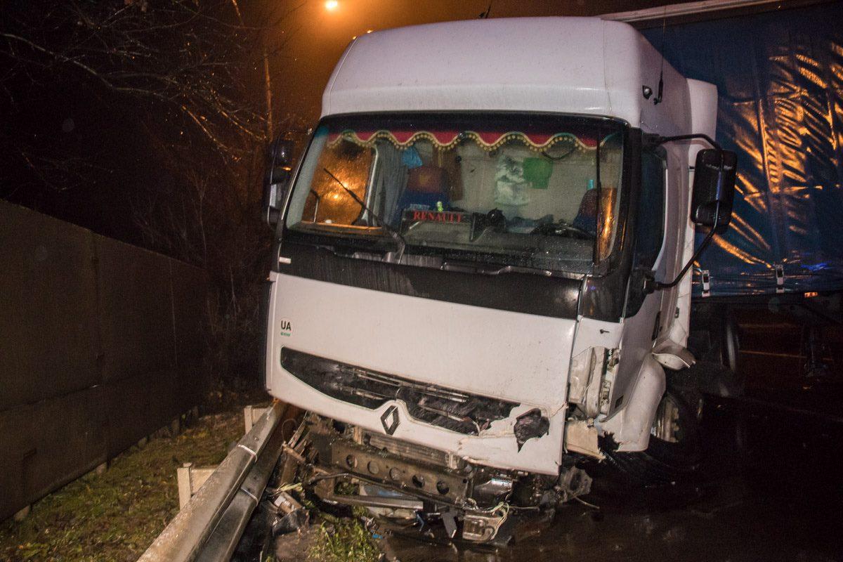 К счастью, водитель грузовика не пострадал