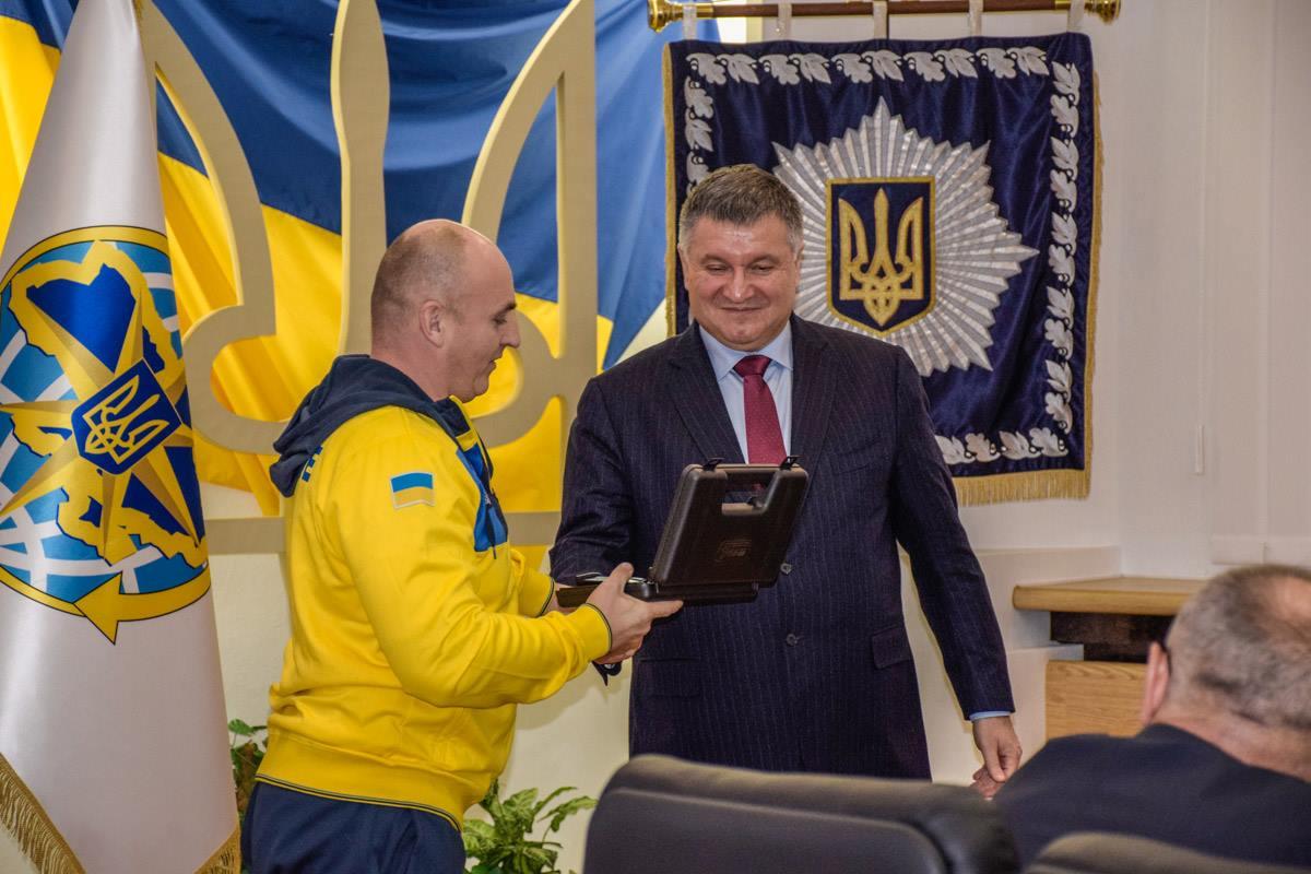 Министр внутренних дел Украины Арсен Аваков отметил наградами членов украинской сборной на Invictus Games-2017